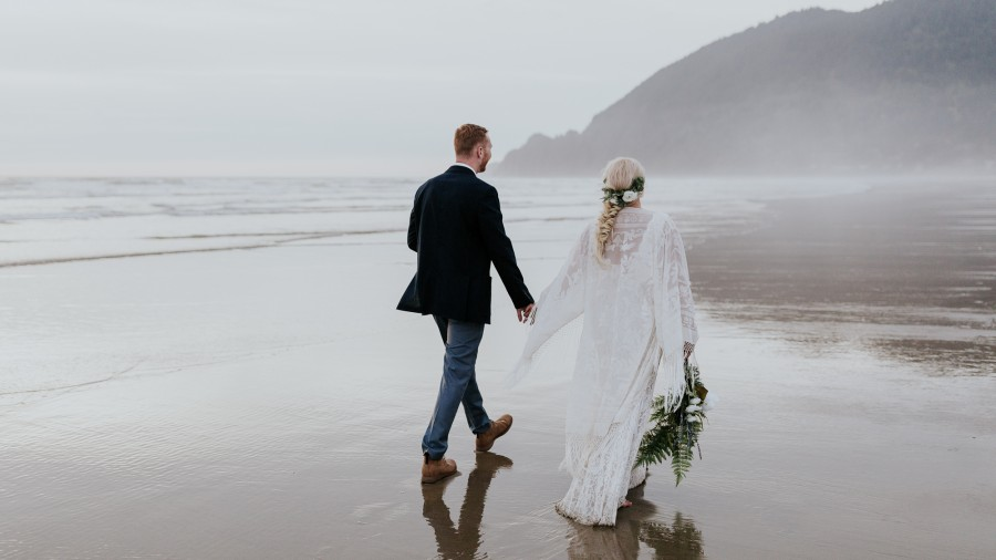 oregon elopement photographer wedding coast travel destination adventurous
