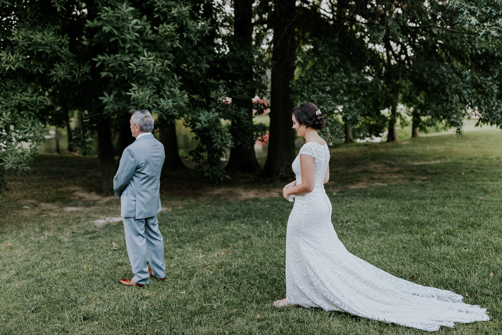 adventurous outdoor wedding southern indiana midwest wedding photographer first look with dad wedding