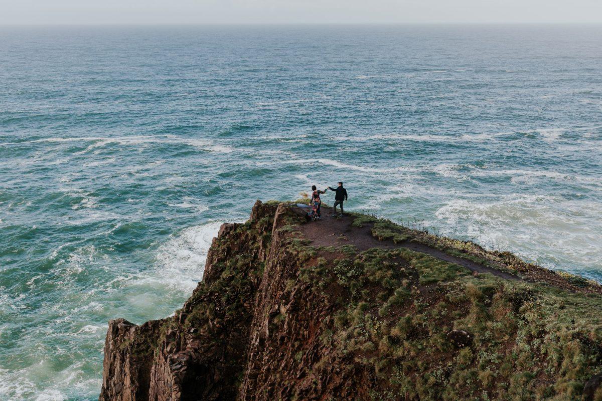 oregon coast engagement adventure session oregon elopement photographer
