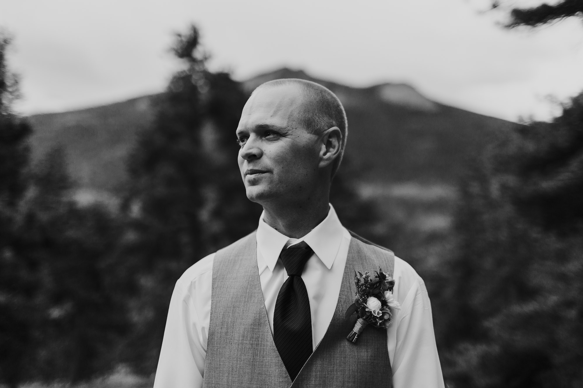 groom portrait black white della terra