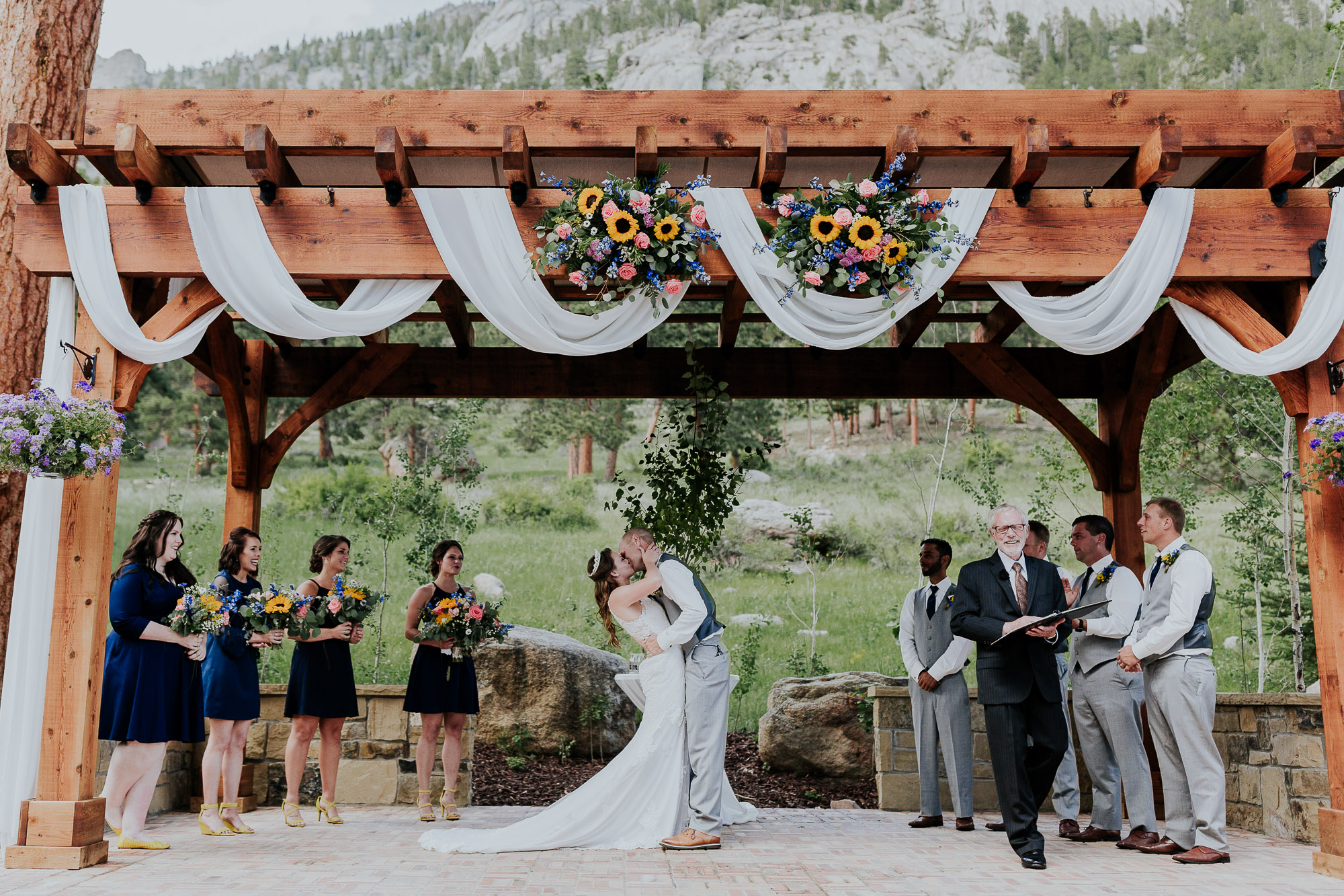 first kiss wedding della terra mountain chateau colorado