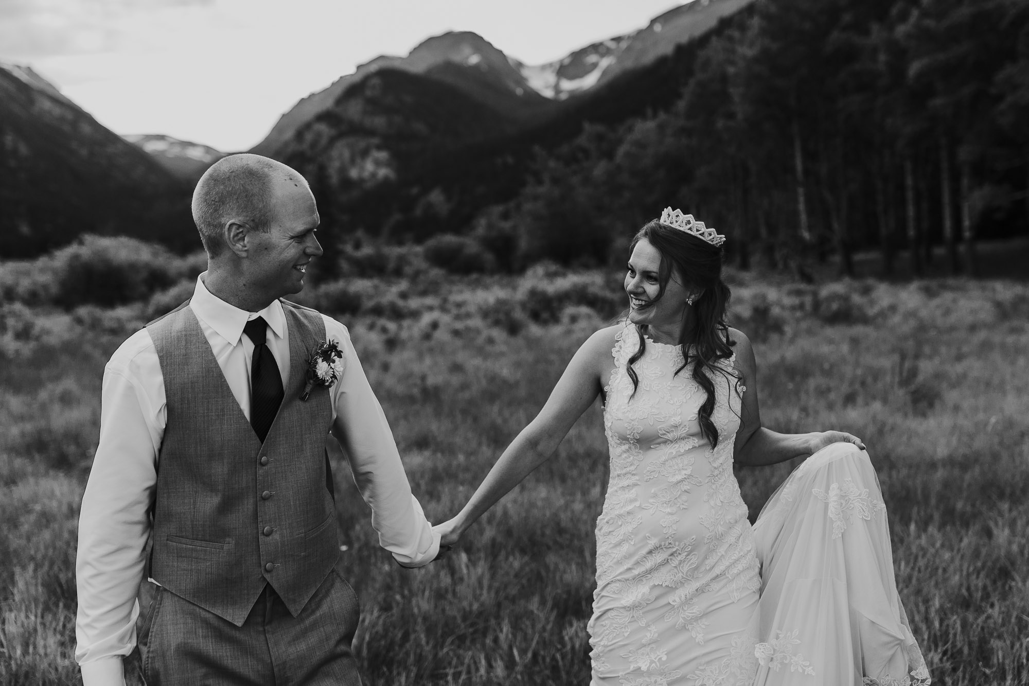 colorado wedding photographer bride crown