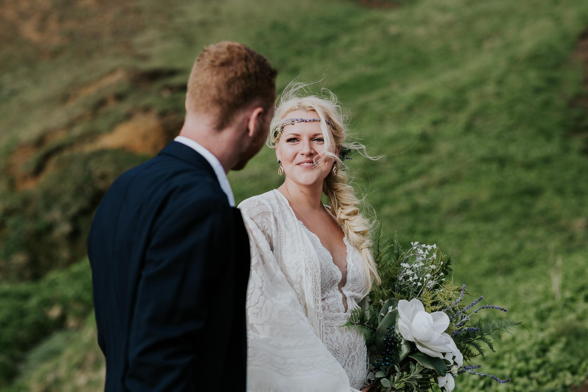 intimate oregon coast wedding photographer oregon elopement photographer boho adventurous elopement inspiration midwest wedding photographer