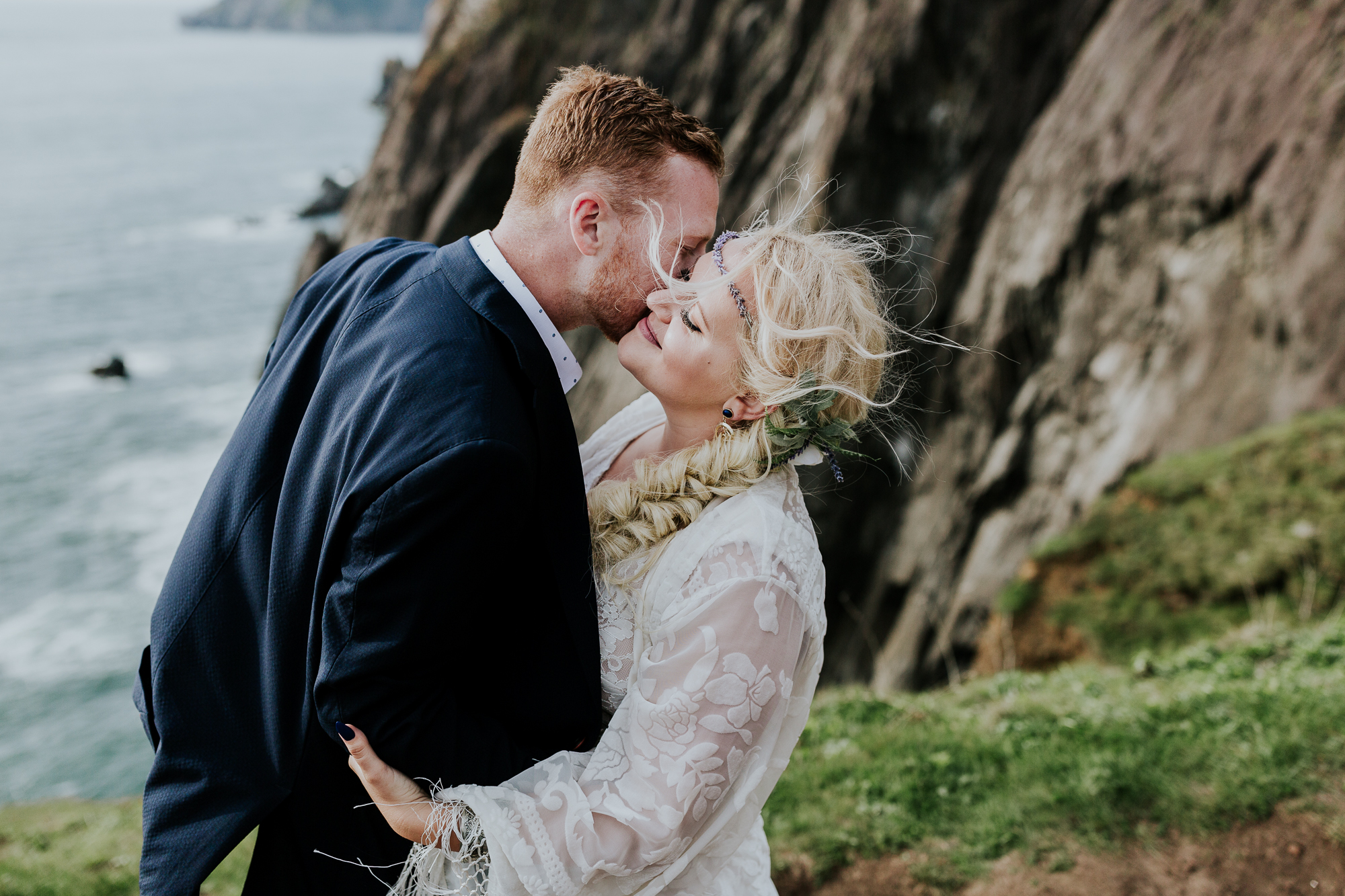 intimate oregon coast wedding photographer oregon elopement photographer boho adventurous elopement inspiration midwest wedding photographer