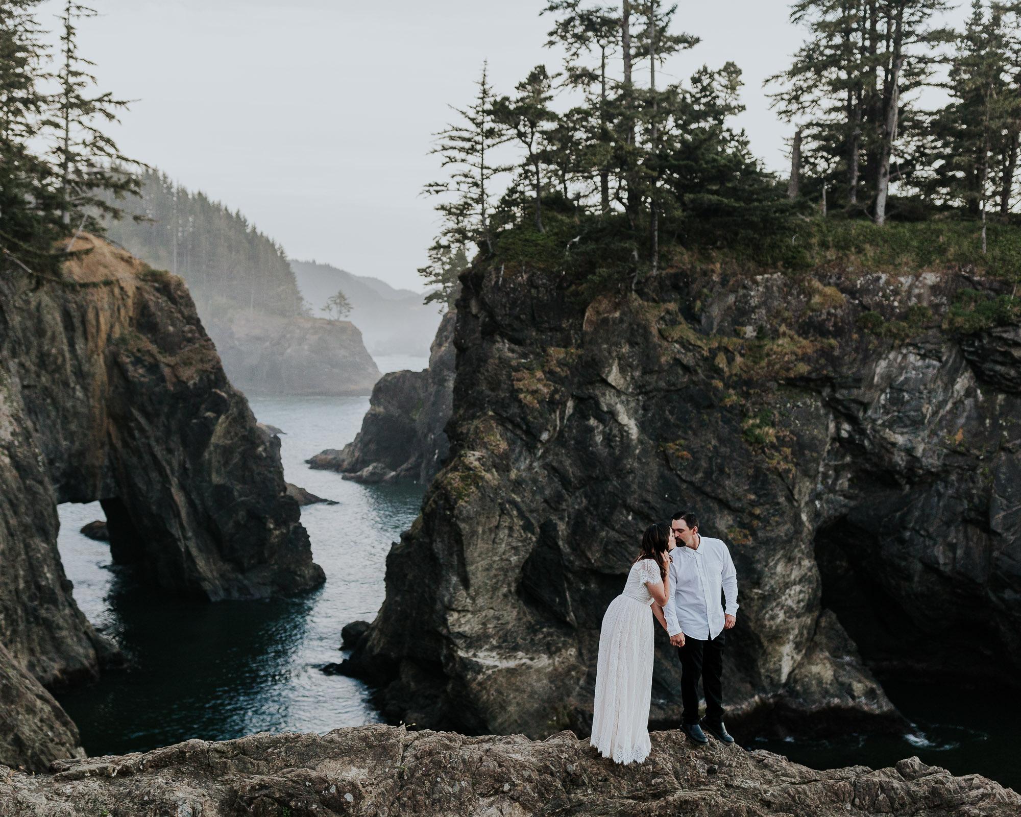 oregon adventure elopement photographer oregon coast wedding emily hary