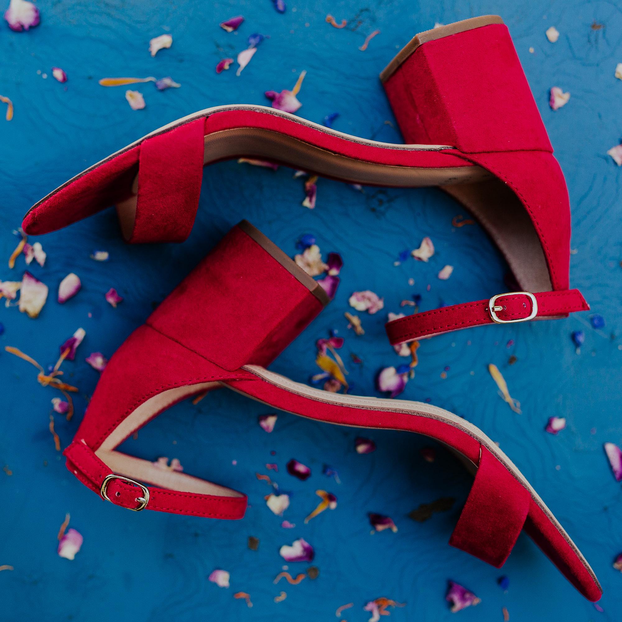 red heels bride southern oregon wedding photorgapher