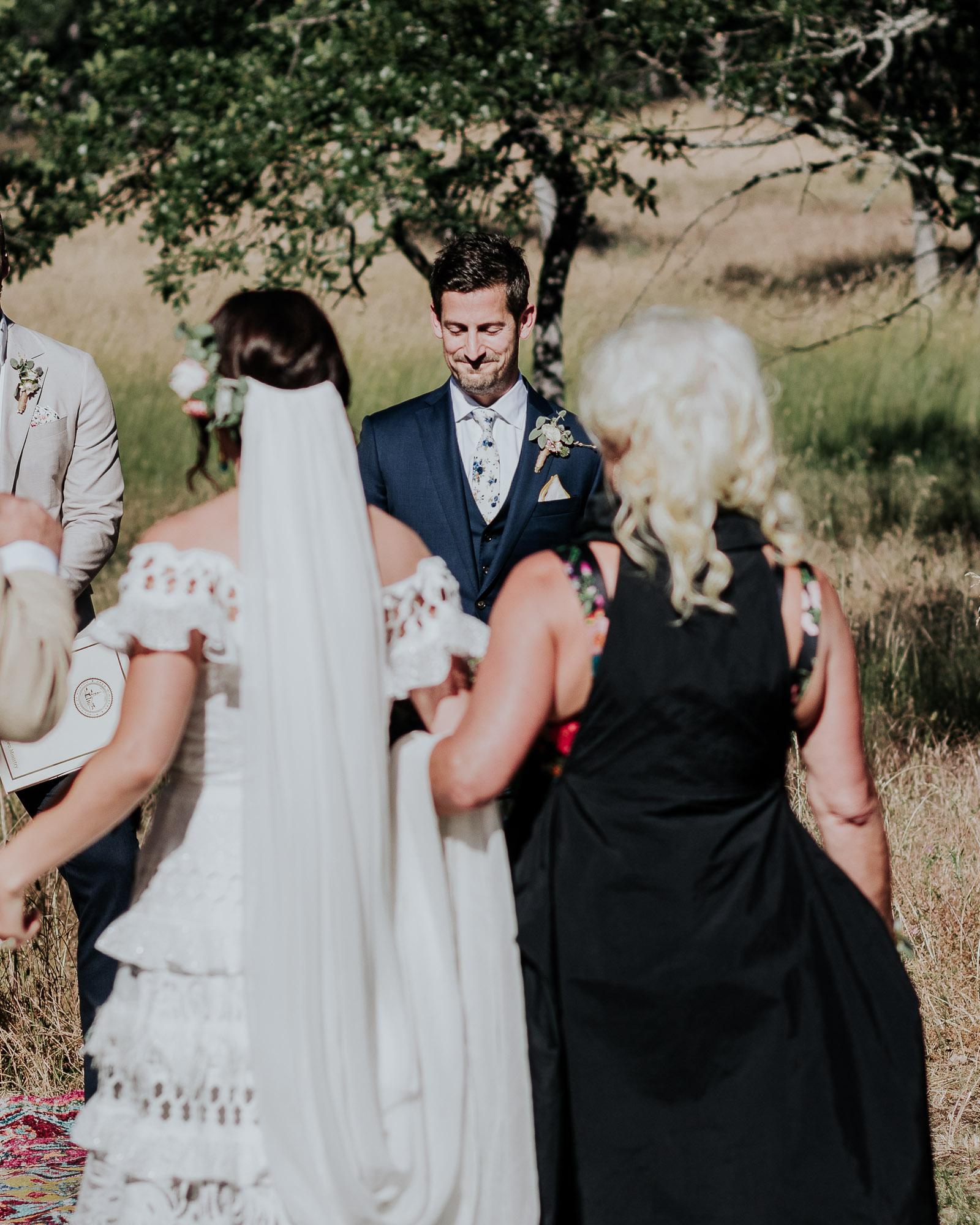 southern oregon backyard wedding photographer ceremony