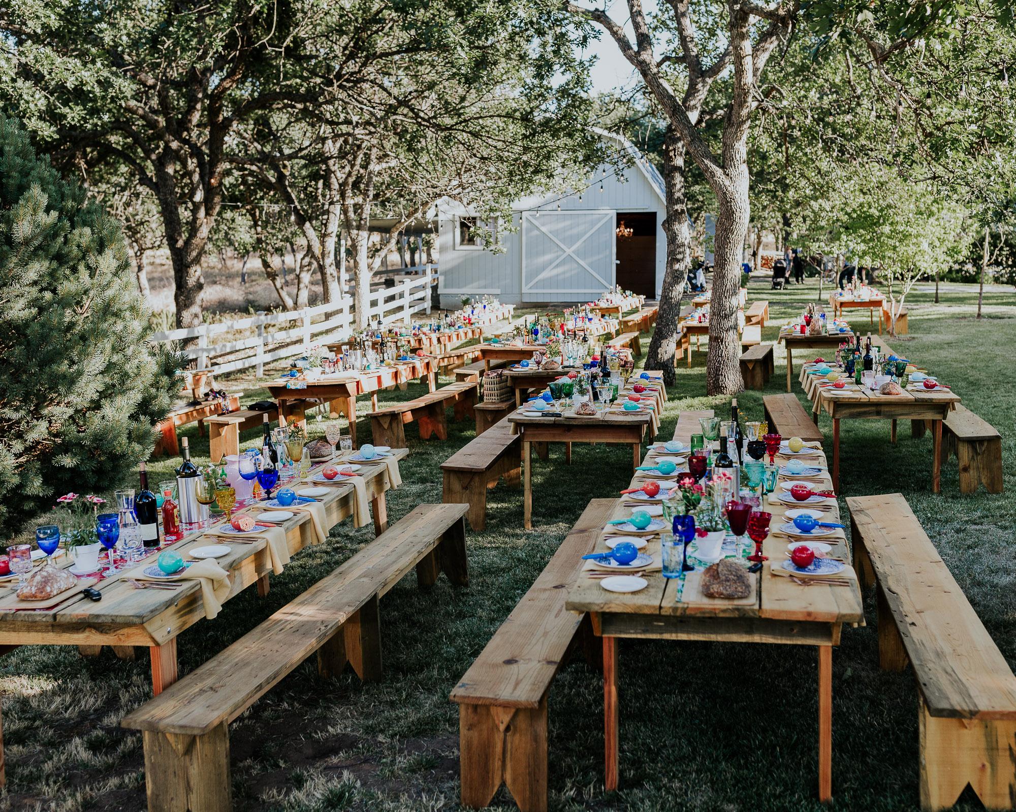 southern oregon wedding photographer reception long tables